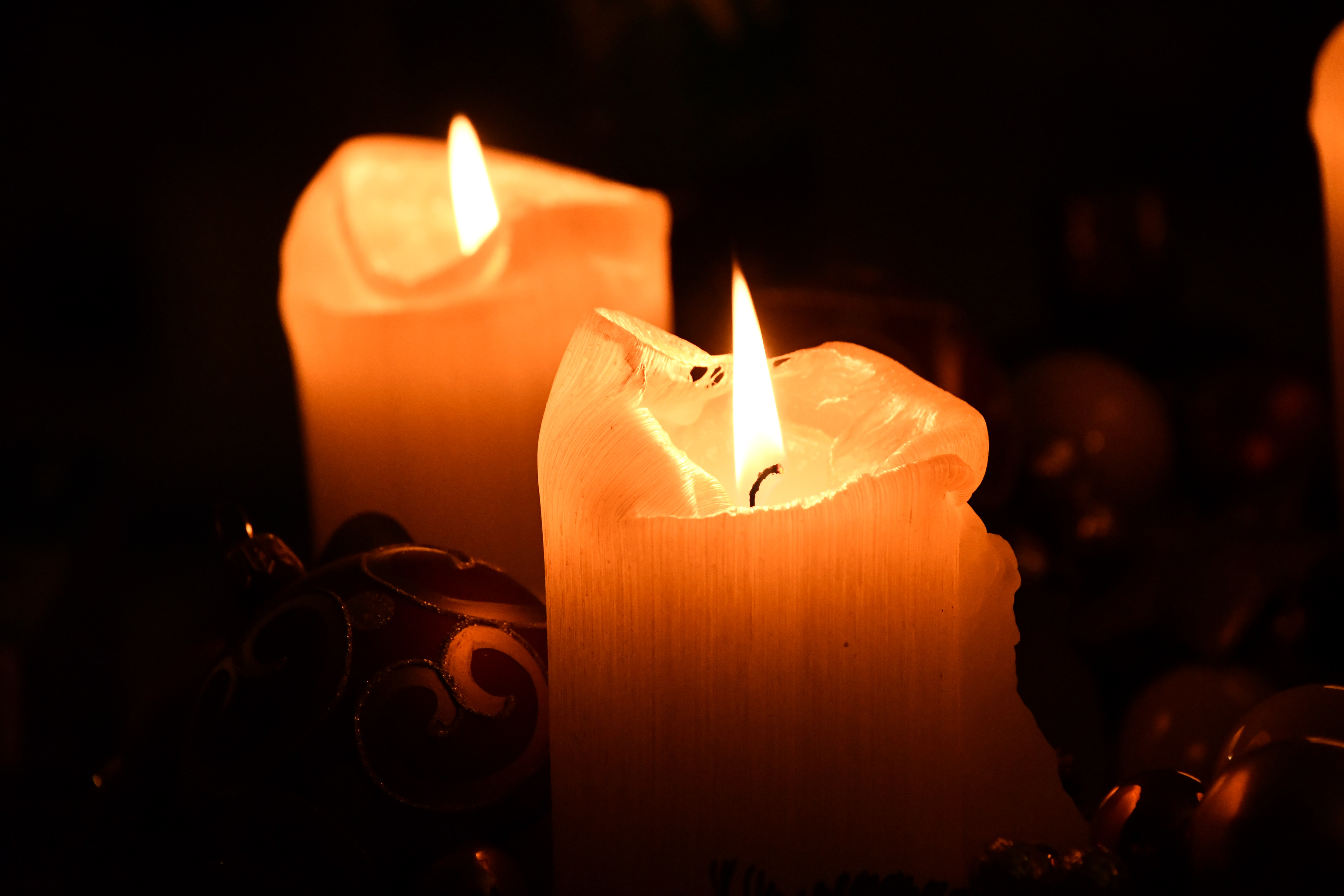 two-pillar-candles-754062